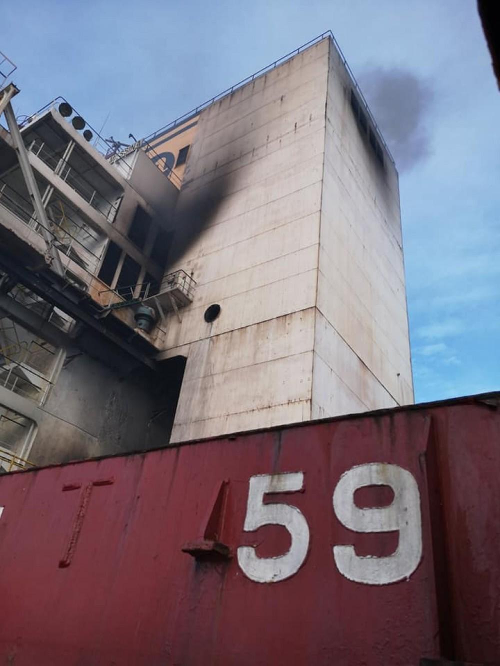 Пожар на контейнеровозе у Шри-Ланки // Одессит сгорел заживо в машинном отделении