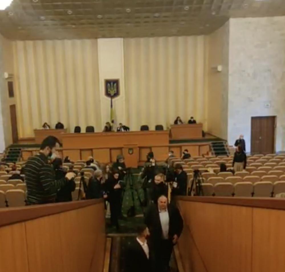 Сессия Одесского райсовета // Депутаты оппозиционных фракций покинули зал заседания