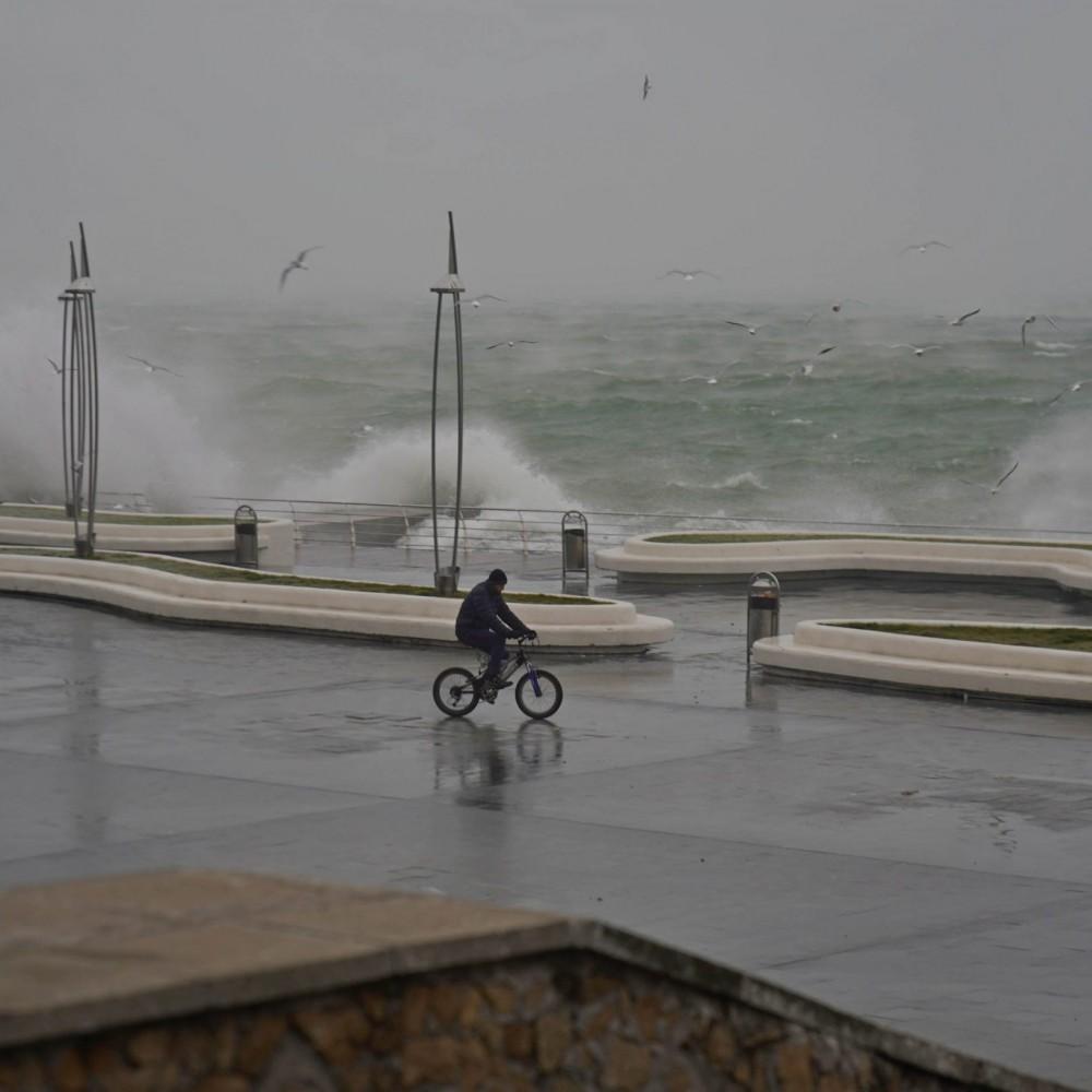 Погодка шепчет // Фотопрогулка по Ланжерону в шторм