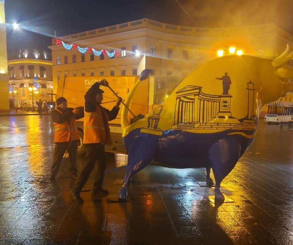 Одесские коммунальщики навели чистоту в городе после массовых гуляний