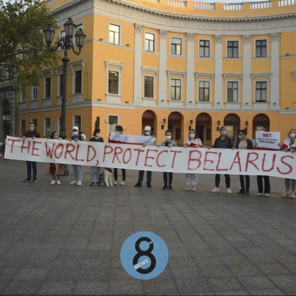 Нет международному терроризму // Возле Дюка протестовали одесские белорусы