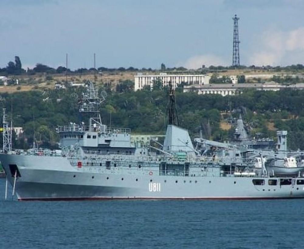 В Черном море терпел бедствие военный корабль // Его буксируют в Одессу