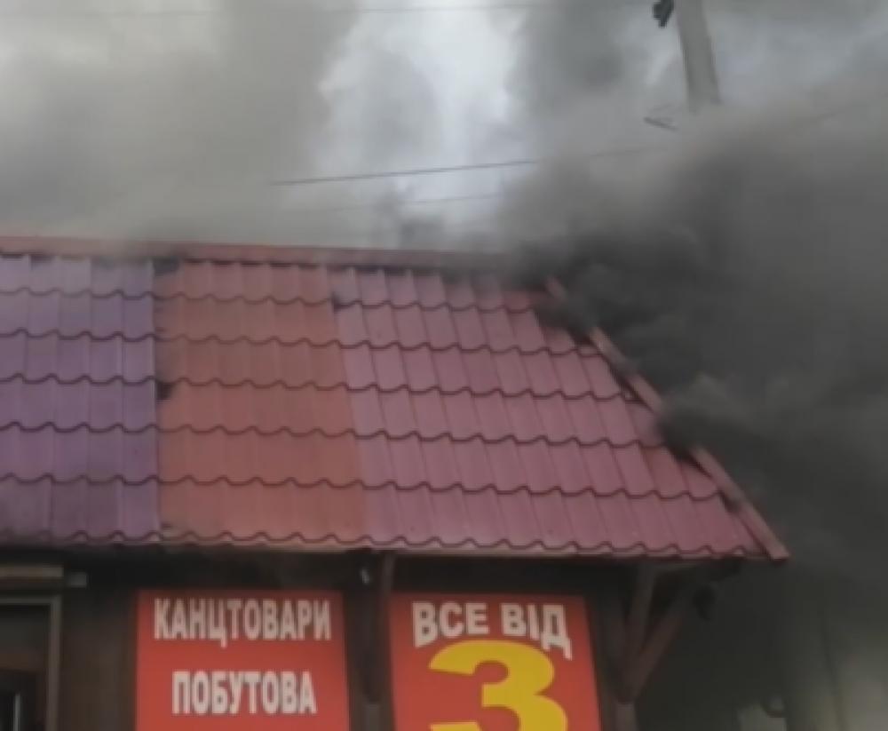 На Левитана горел МАФ // Огонь уничтожил товар в трех магазинах