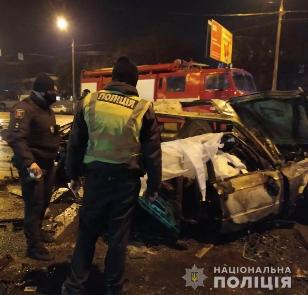Подробности жуткой ночной аварии на Молдаванке // Двое парней погибли (UPD)