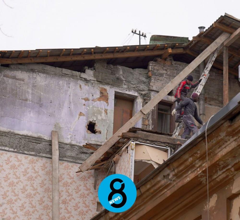 На Нежинской восстанавливают разрушенные в начале марта дома