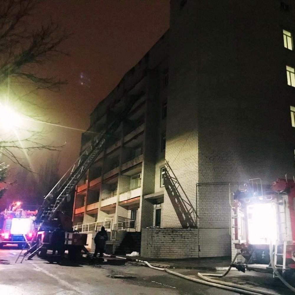 Пожар в ковидной больнице Запорожья // Есть погибшие и пострадавшие