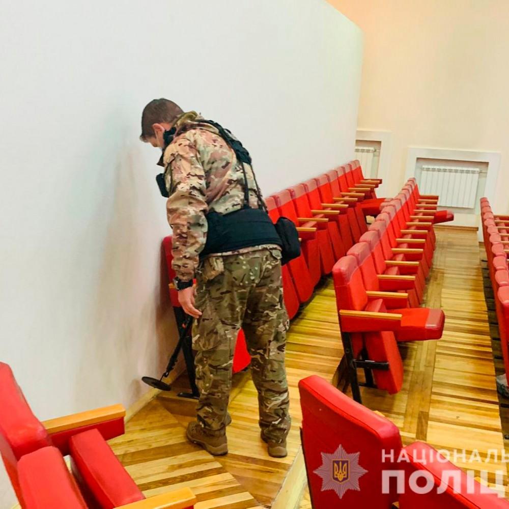Скандалы, ругань и минирование // Конфликт в Суворовском окружкоме