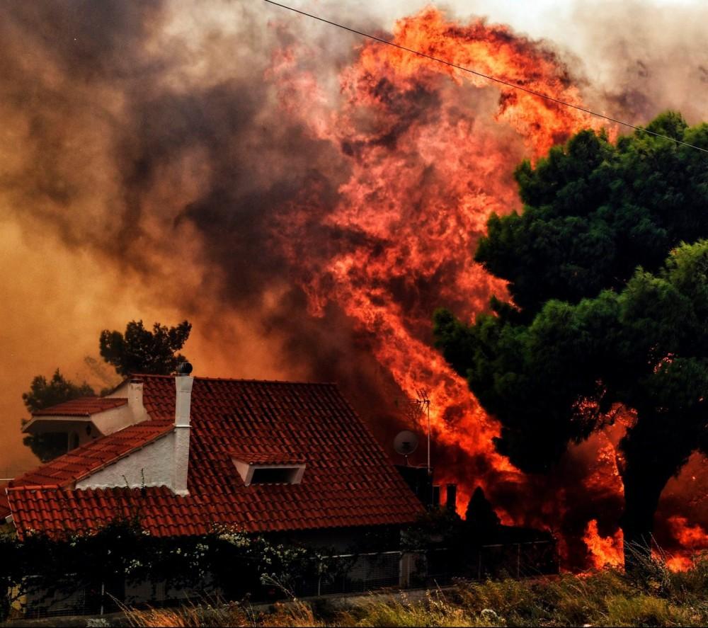 Лесные пожары в Греции // Украина отправила на помощь 100 лучших спасателей