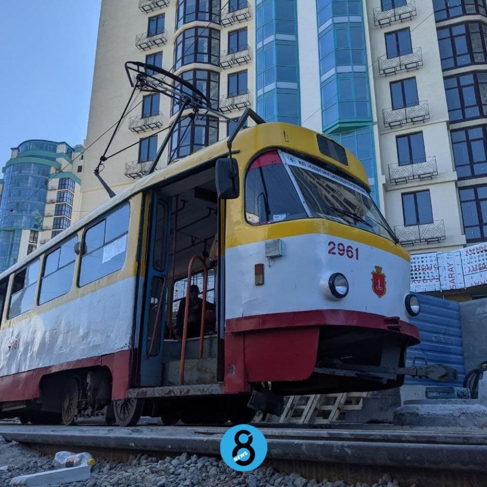 Трамвай №18 снова ходит до 16-й Фонтана // Закончить кольцо обещают летом