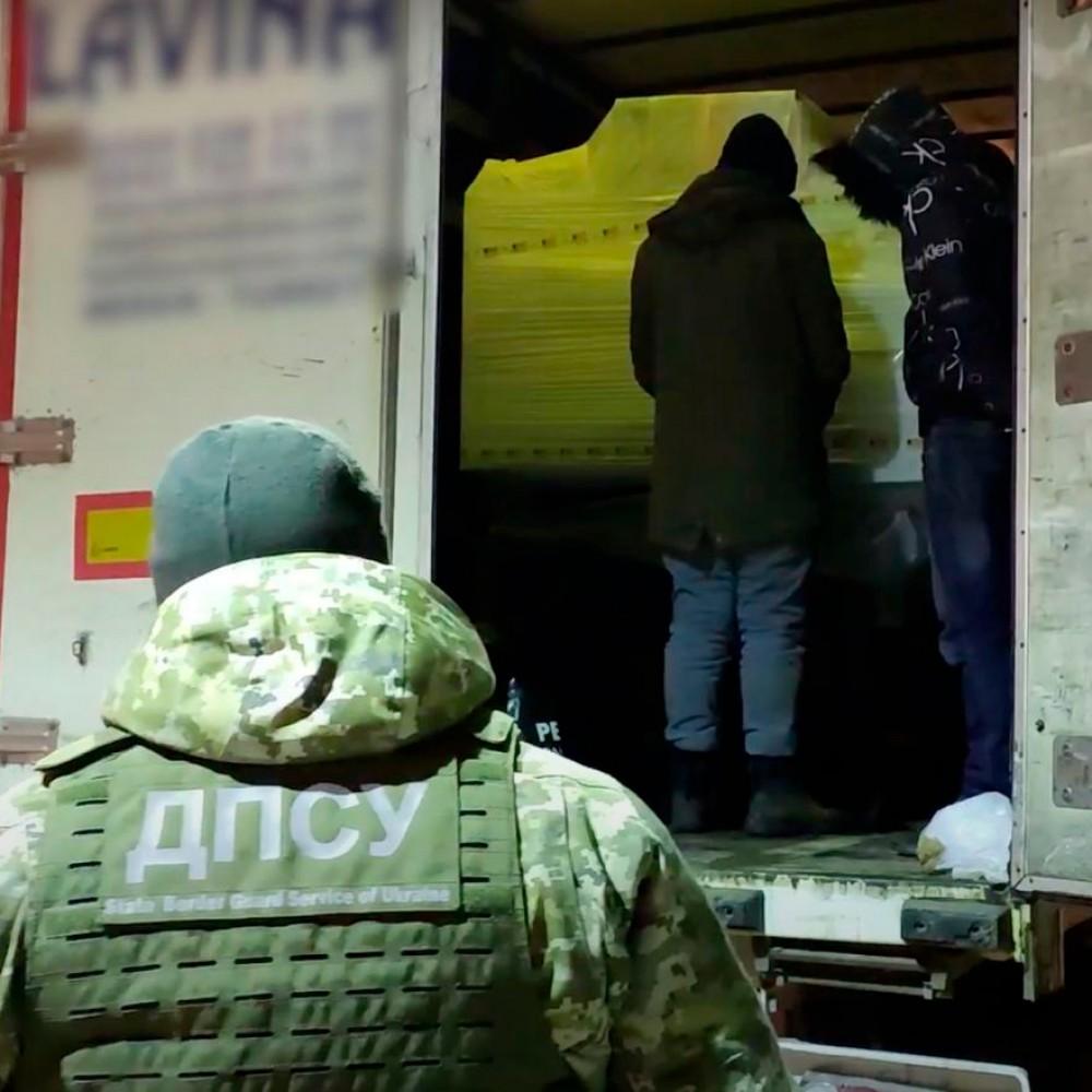 В Черноморском порту задержали 13 нелегалов