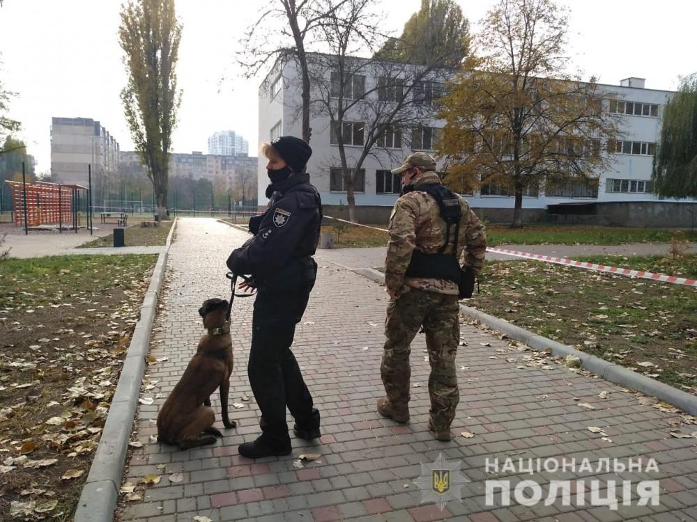 Правоохранители ищут взрывчатку в 10 одесских школах