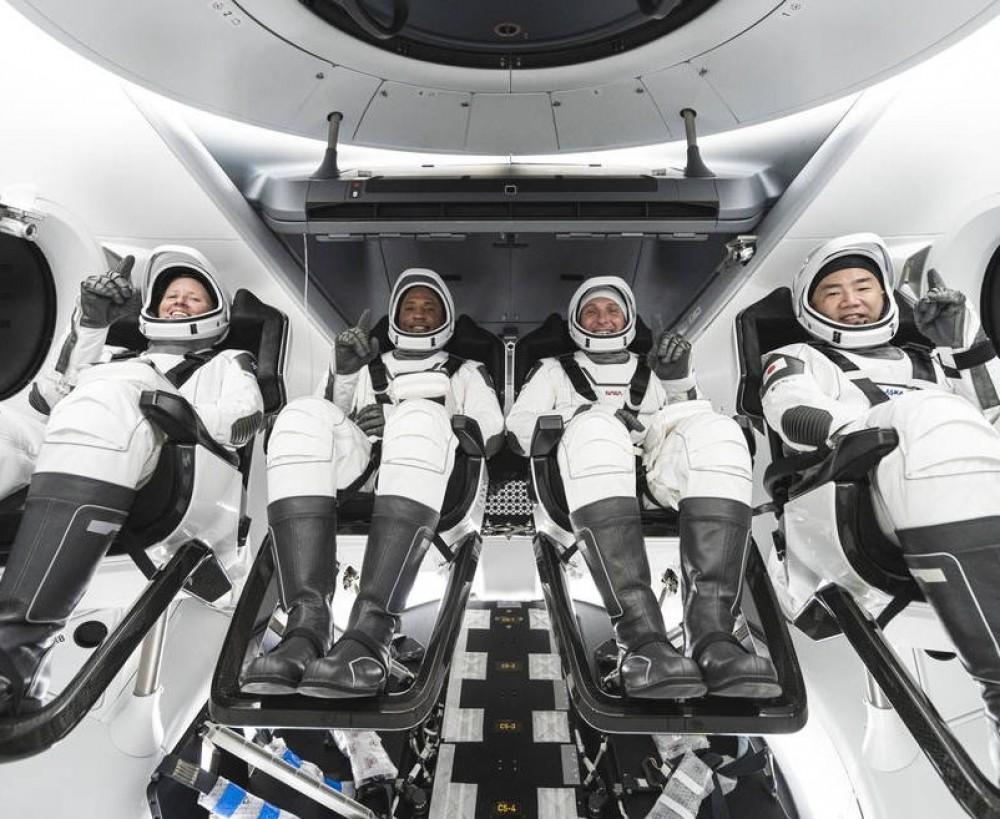 Впервые в истории // Космический корабль Илона Маска вывел на орбиту полностью гражданский экипаж