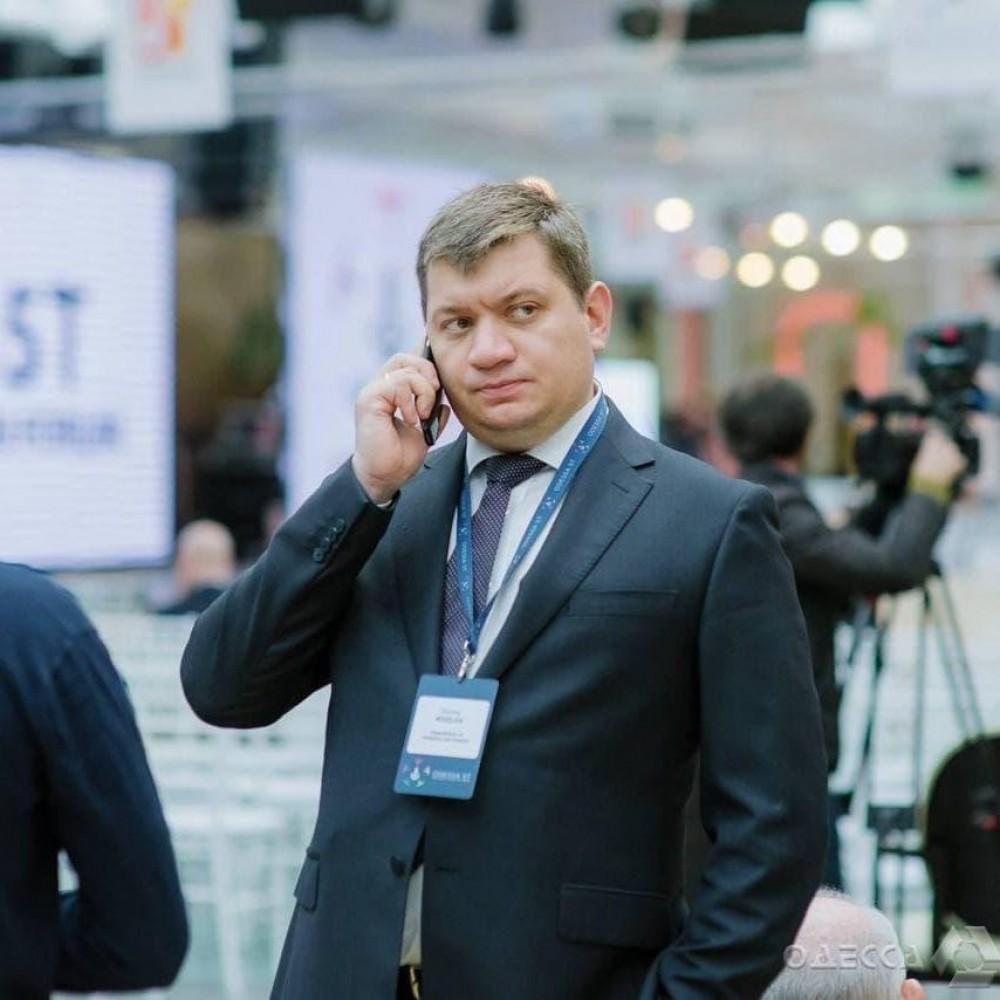 По соглашению сторон // Труханов уволил главу управления торговли