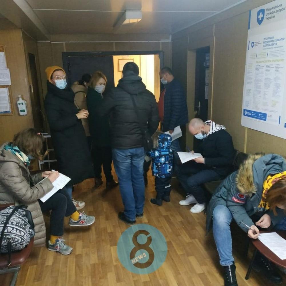 В Одессе добровольцев начали прививать от короны остатками вакцины