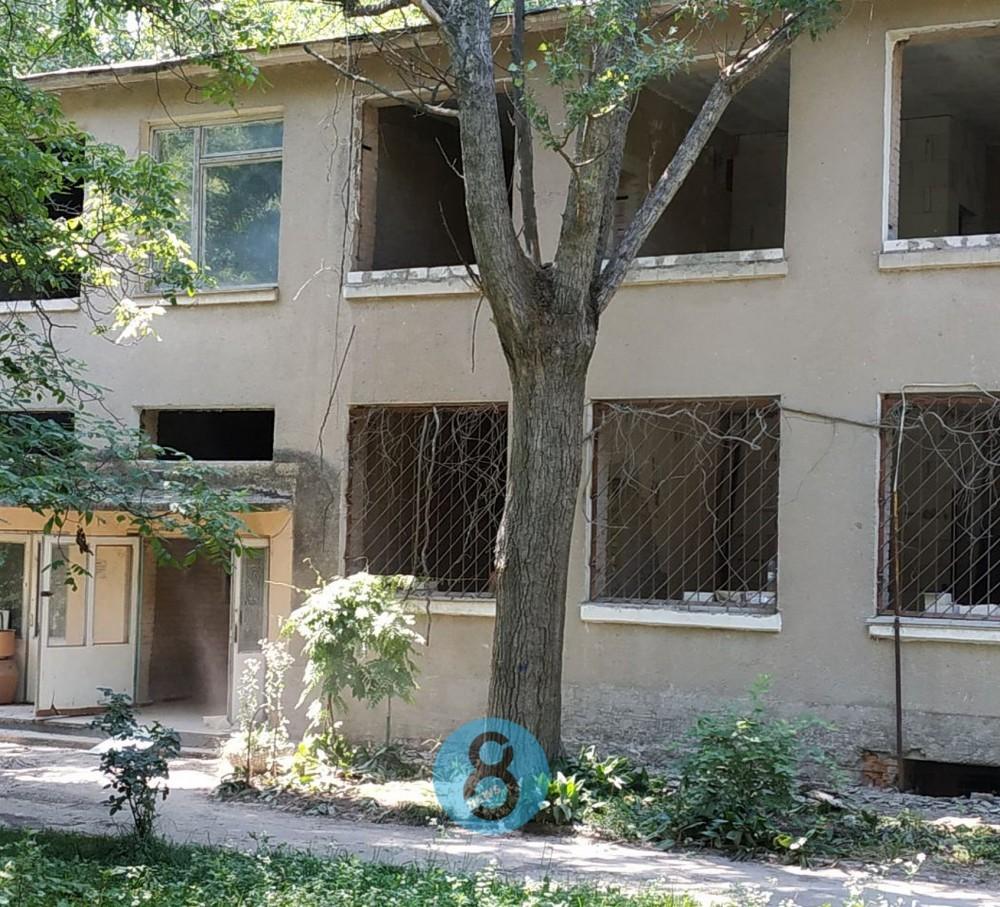 На поселке Котовского частник внезапно решил отремонтировать заброшенный детсад
