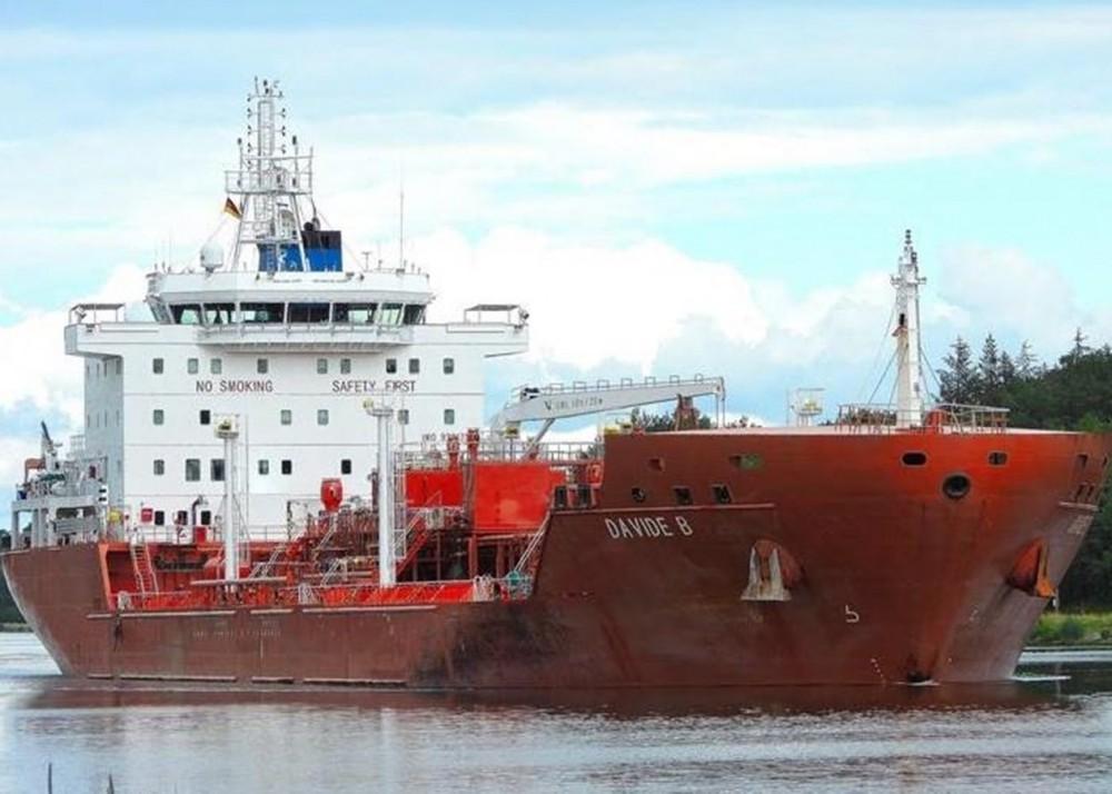 У берегов Африки вооруженные пираты похитили 15 членов экипажа // На борту были  украинцы