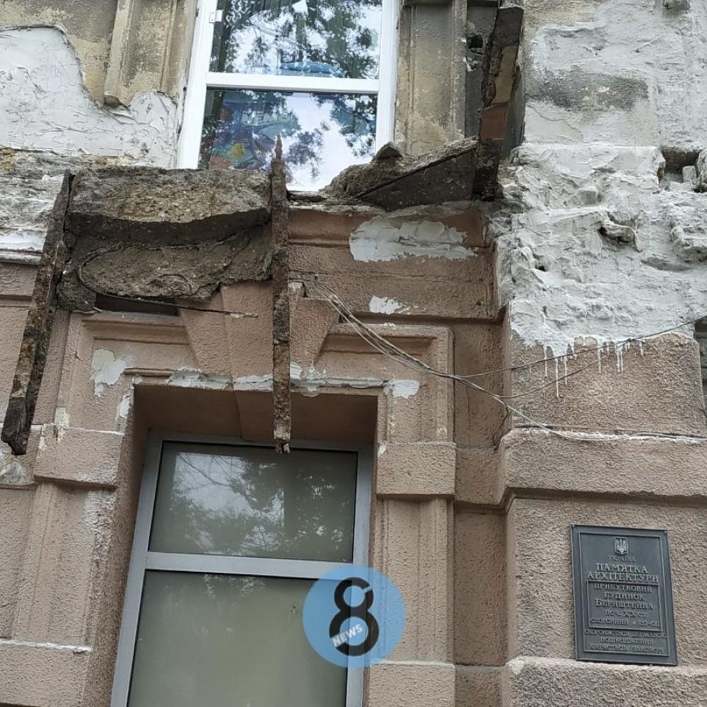 Уже второй по счету // На Большой Арнаутской с памятника архитектуры обрушился балкон
