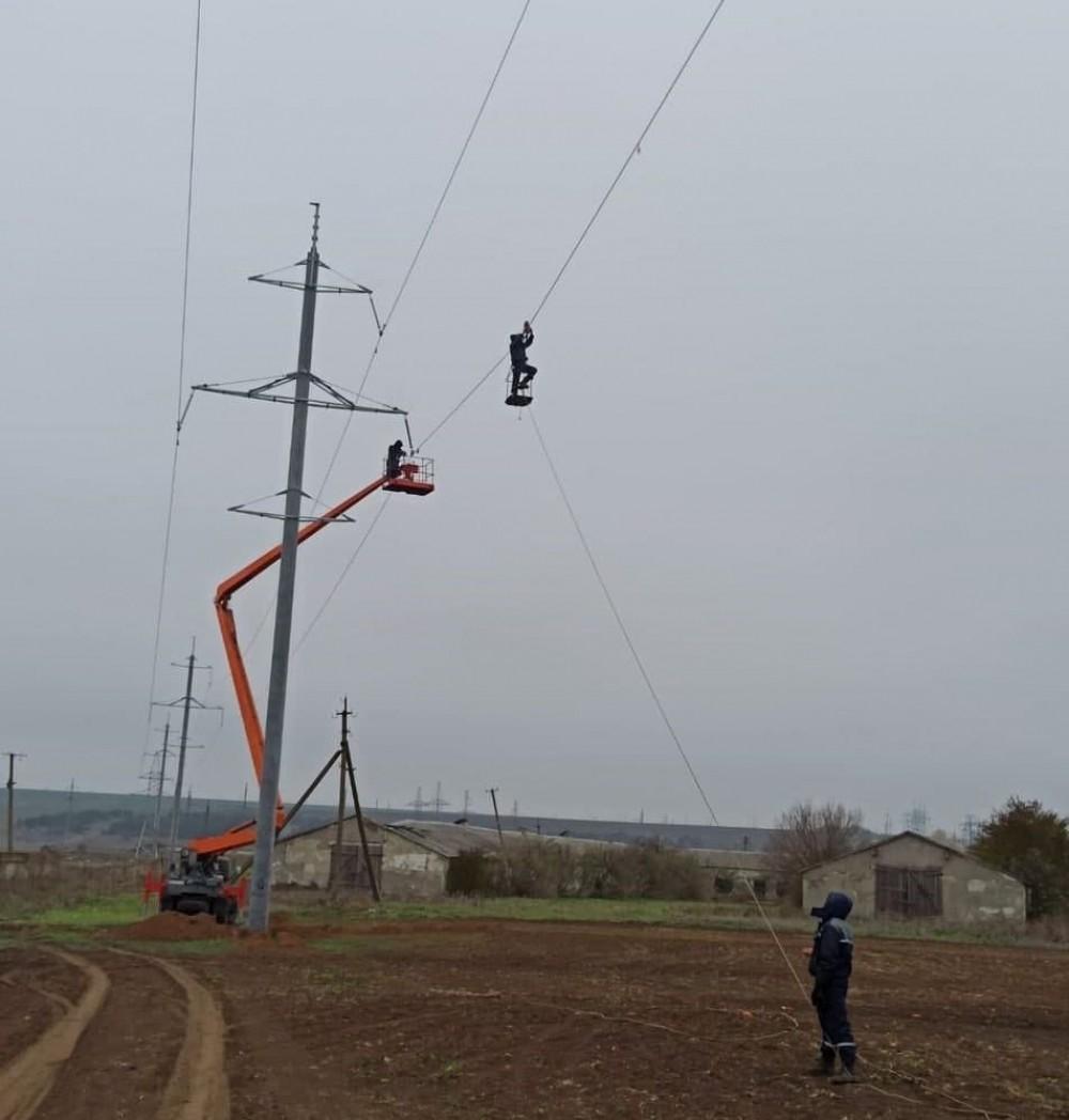 Одесские энергетики устанавливают светоотражатели, чтобы спасти птиц