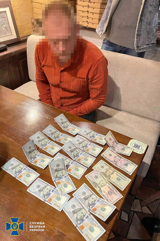 Помогал растамаживать машины // В Одессе зажержали начальника таможенного пункта