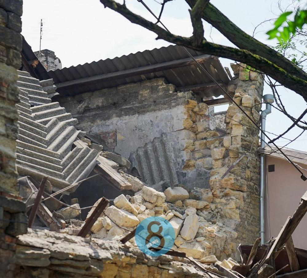 На Мечникова частично обрушилось 2-этажное здание