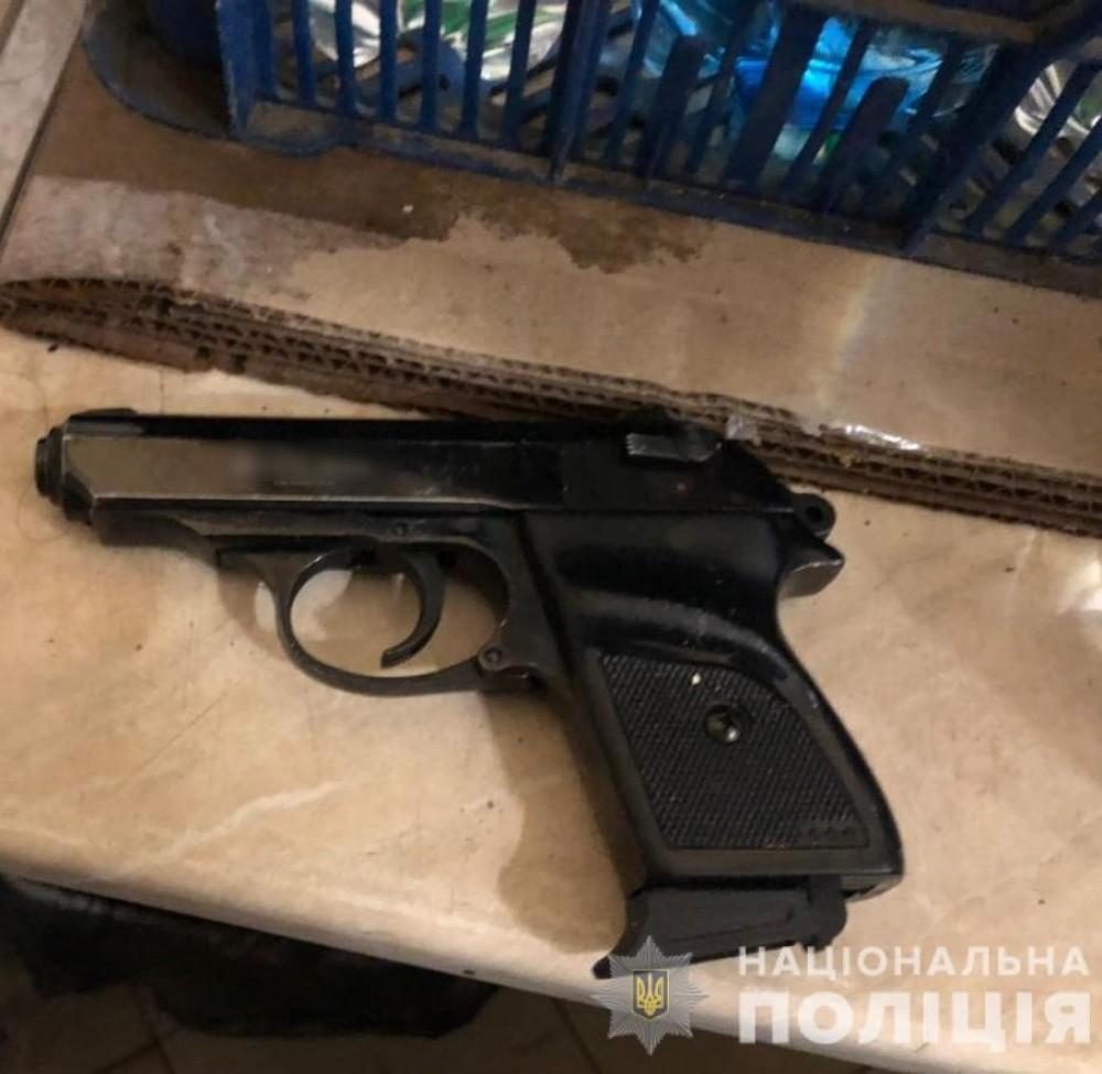 Отец ребенка угрожал пистолетом детскому стоматологу // Дебоширу светит до 7 лет