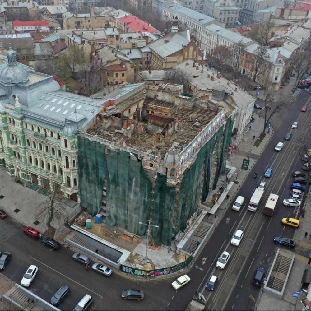 Больше полугода без крыши //В Одессе рухнул чердак Дома Либмана