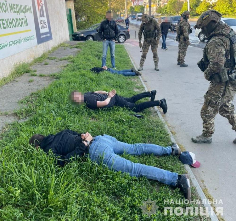 Прикидывались таксистами и грабили посетителей ночных клубов // В Одессе задержали преступную группировку