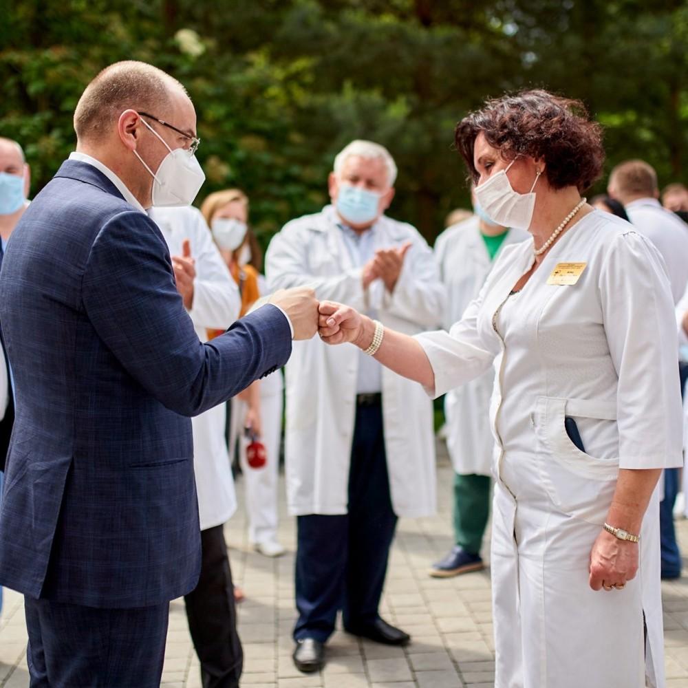 Больше нет красных зон // Украина вышла из третьей волны коронавируса
