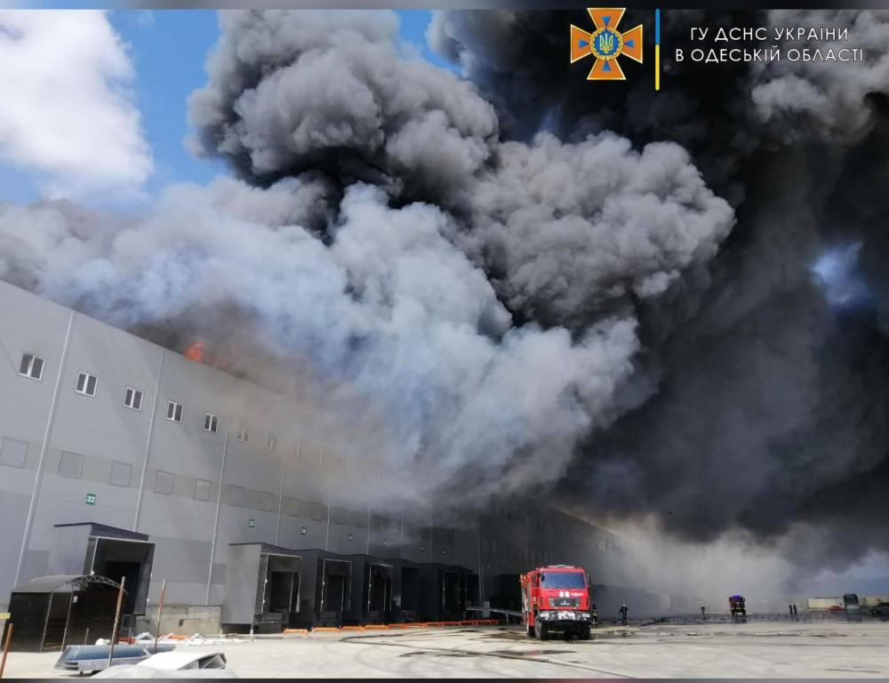 Масштабный пожар в Нерубайском // Горели склады «АТБ»