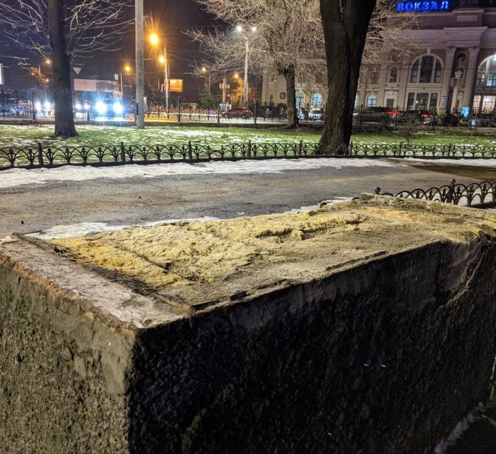 В центре Одессы исчезли старинные львы // Их вернут на место после реставрации