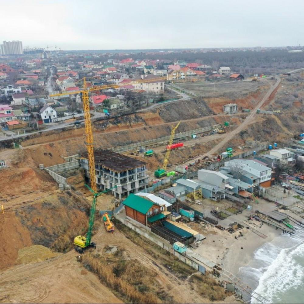 17-этажная высотка, собственный пляж и даже памятник Колумбу // Что строят на побережье в Крыжановке и насколько это законно