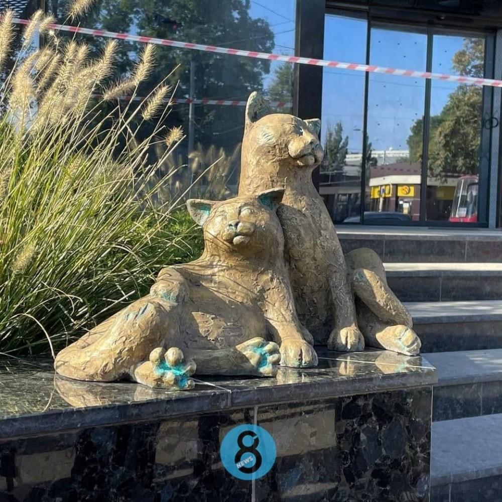«Одесские коты» // На Старосенной площади открыли новую скульптуру