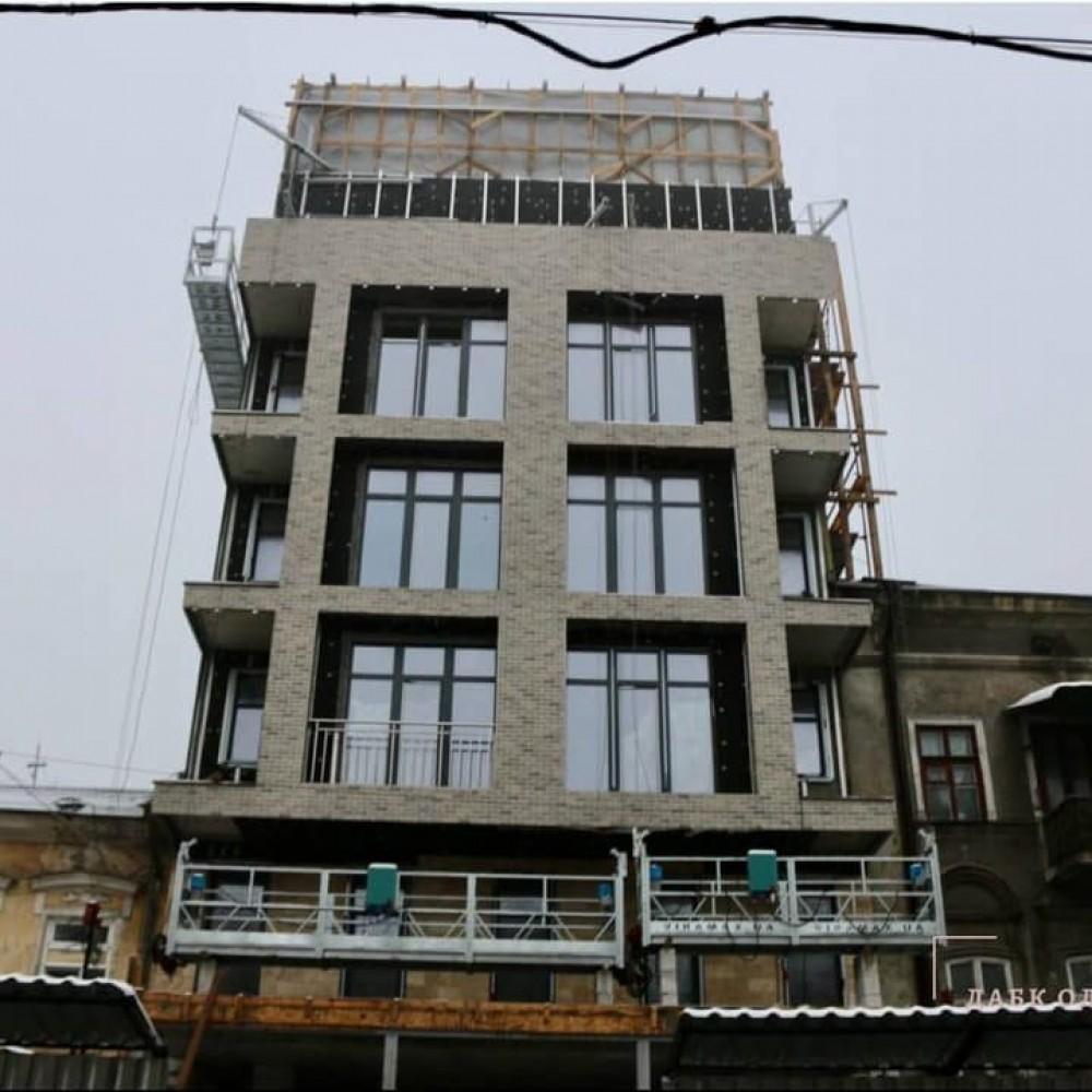 Суд встал на сторону застройщика // ГАСК не смог запретить строительство уродливого здания на Ришельевской
