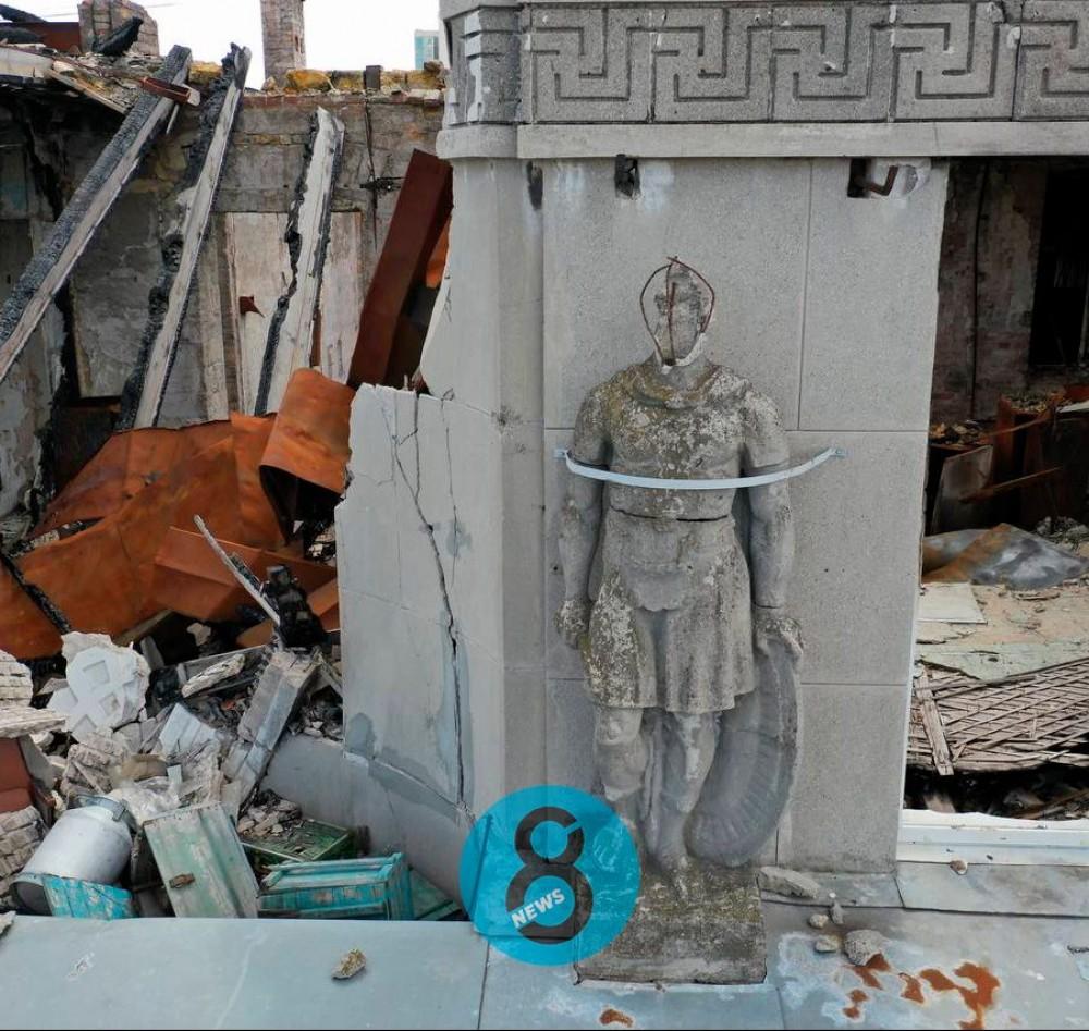 В горсовете заявили, что стена Дома Асвадурова наклонилась // На вид все как обычно